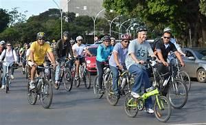Rollemberg pedala para o Buriti e incentiva uso de bike ...