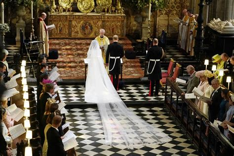 meghan markle arrives  windsor castle  marry prince harry