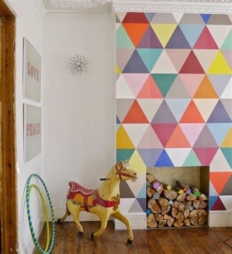 10 paredes de triángulos · 10 triangle walls Decoración