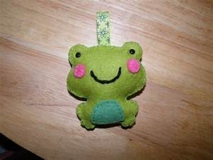 Frog Keyring · A Fabric Animal Charm · Sewing on Cut Out