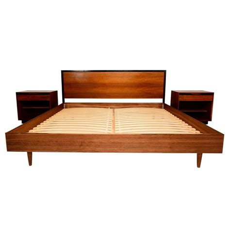 1942 mid century king bed mid century modern walnut king size platform bed at 1stdibs