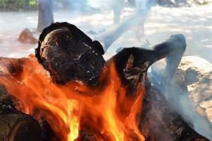Varanasi Hindu Cremation Ceremony Manikarnika Burning Ghat ...