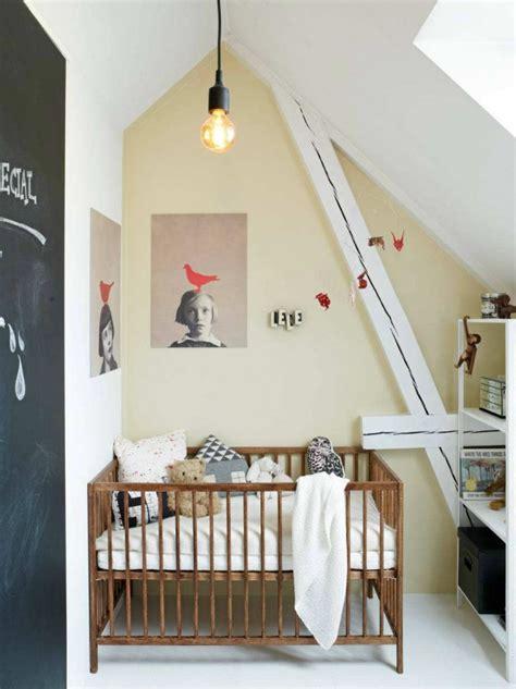 decorer une chambre denfant mansardee joli place