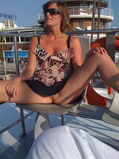 Carole Milf Exhibitionniste En Upskirt Sans Culotte Photo Milf Cougar