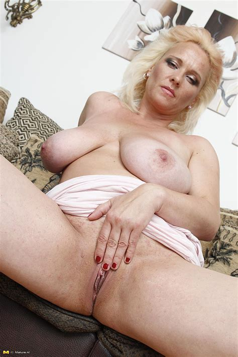 Blonde Milf Toy Fuck Her Shave Pussylips Photos Serena S