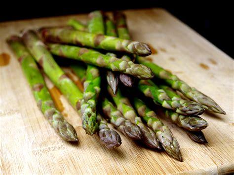 cuisiner les asperges comment cuire les asperges vertes 171 cookismo recettes saines cuisine