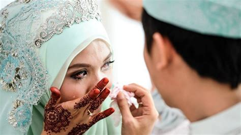 mirisnya istri sibuk kerja suami lakukan perbuatan dosa bersama perawan daun muda pos kupang