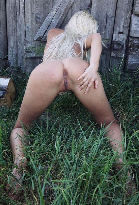 Hot Blonde With Tanlines And Big Pussy Outdoors Russian