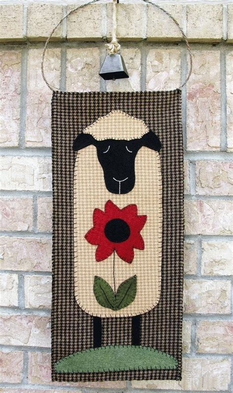 sheep wool applique wall hanging  table runner pattern su