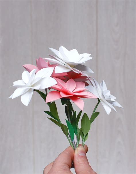 fleur en papier facile diy d 233 co d 233 v 233 nement 15 id 233 es faciles et bon march 233 canva