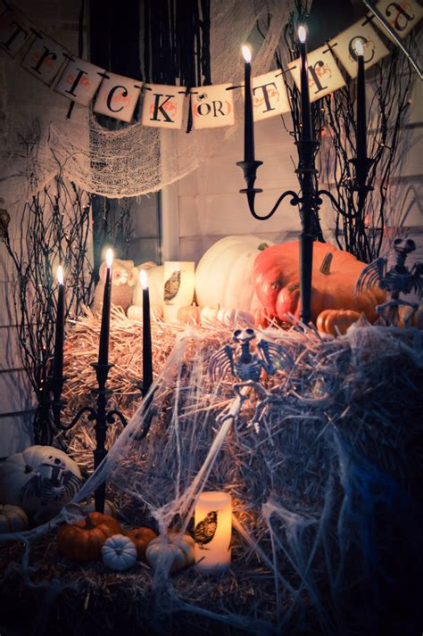 90 cool outdoor decorating ideas 48 creepy outdoor halloween decoration ideas godfather style