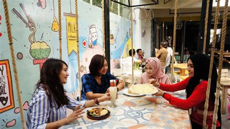 rumah warna kafe  sleman tempat kuliner lezat sekaligus