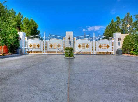 wayne newtons las vegas estate hits  market   million homes   rich