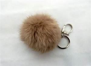 Porte Clef Fourrure : porte clefs boule de fourrure nom d 39 un sac accessoires pinterest ~ Teatrodelosmanantiales.com Idées de Décoration