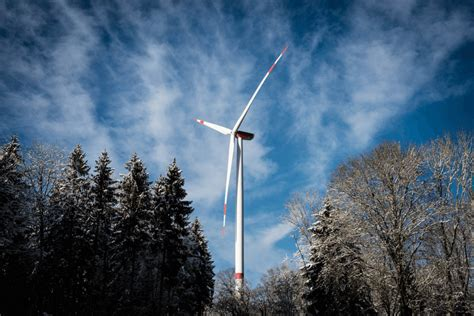 Eiropā vēja enerģijas nozare attīstās, Latvijā - spītīgi ...