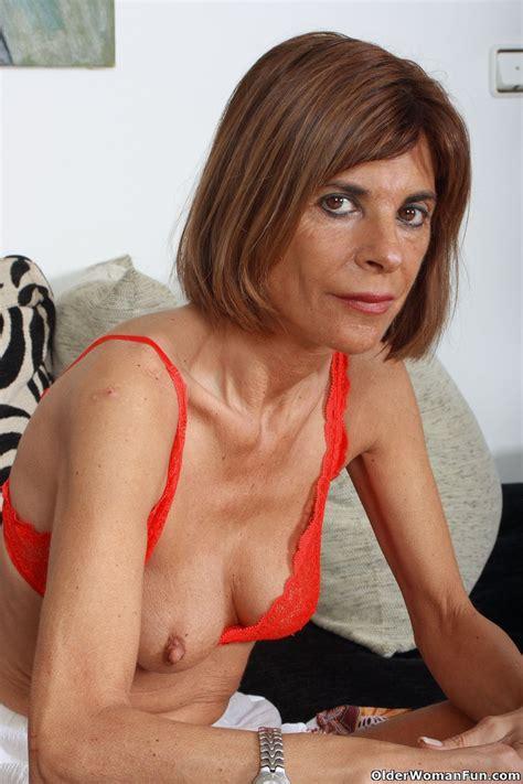 Skinny grandma Maria strips off - Pichunter
