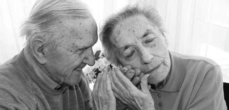 Zu Hause Leben Mit Demenz by Mund Und Zahngesundheit Kompetenzzentrum Demenz