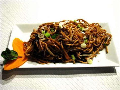 cuisiner les nouilles chinoises recette nouilles chinoises aux légumes et viande hachée