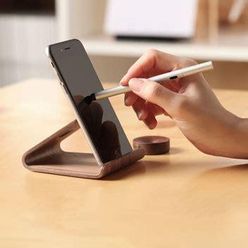 support de bureau pour smartphone support bureau universel smartphones elago w2 bois