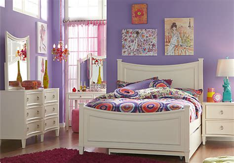 Jaclyn Place Ivory (off-white) 5 Pc Full Panel Bedroom
