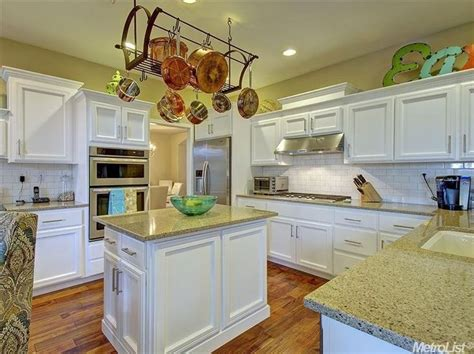 kitchen cabinets auction kitchen with arizona tile crema blanco granite armstrong 2876