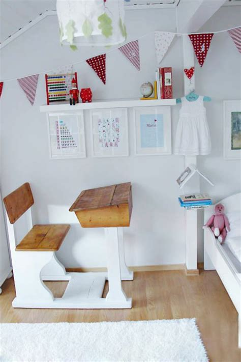 Kinderzimmer Gestalten Ohne Geld by Ein H 246 Henverstellbarer Schreibtisch Im Kinderzimmer K 246 Nnte