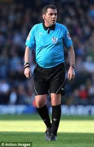 Referee Phil Dowd shows off weight loss | Daily Mail Online