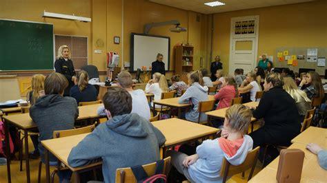 Operatīvie dienesti ciemojas 10.vidusskolā | liepajniekiem.lv