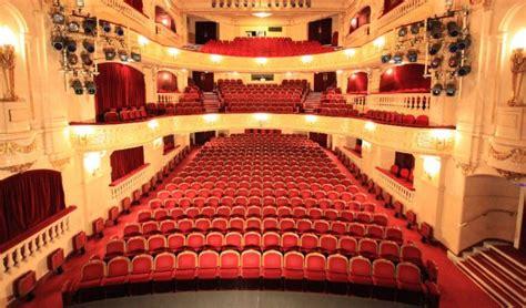 theatre edouard vii le prenom prolonge jusqu au 30 mars entre vous et moi