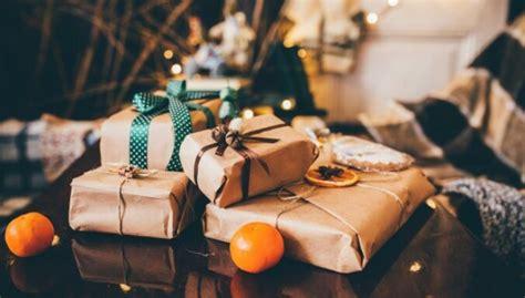 Feinas idejas, kā iesaiņot dāvanas no tā, kas atrodams ...
