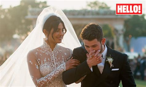 Priyanka Chopra Wedding Dress : Priyanka Chopra And Nick Jonas's Stunning Wedding Photos