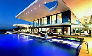 Modern Mansion With Pool And Green Garden