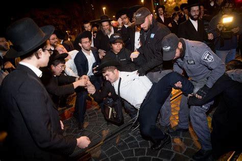 bureau de recrutement militaire des manifestants ultra orthodoxes tentent d 39 incendier le