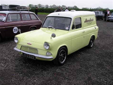 Ford Anglia 307e Van Photo's