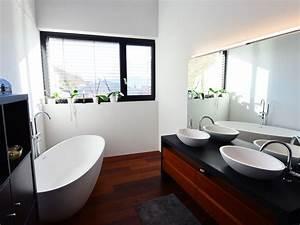 Kleines Bad Mit Wanne : kleines badezimmer mit der freistehenden badewanne piemont ~ Frokenaadalensverden.com Haus und Dekorationen