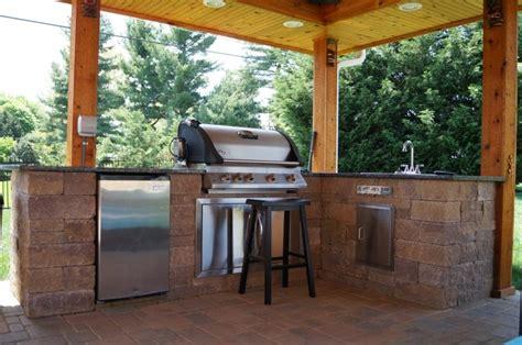 cuisine d été couverte plan de travail extérieur pour une cuisine d 39 été pratique