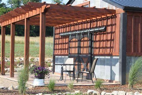 monter une pergola en bois fabriquer une pergola en bois comment installer des poteaux pour votre pegola de terrasse