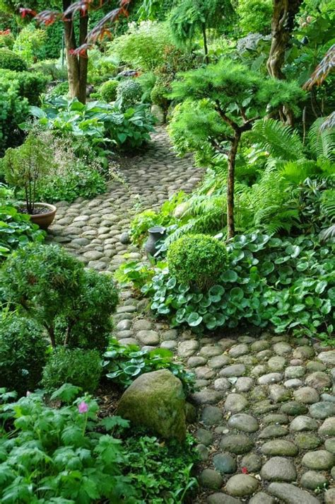 cheap medium sized beds caminos preciosos en jardines con césped 37 ideas