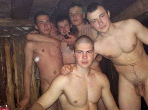 Naked Amateur Guys: Bare naked in the sauna!