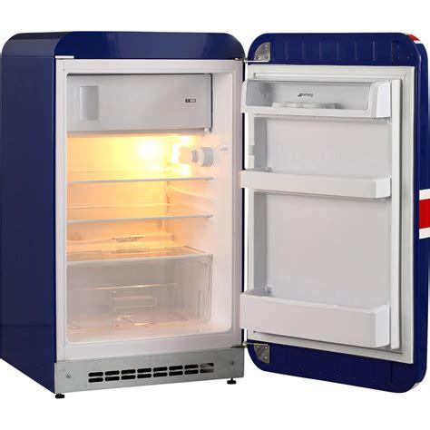 cuisine avec frigo smeg smeg fab10ruj le frigo vintage à 862 electroconseil