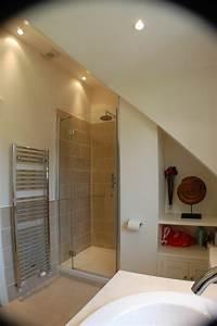 idee salle de bain sous pente salle de bains combles With idee salle de bain sous pente