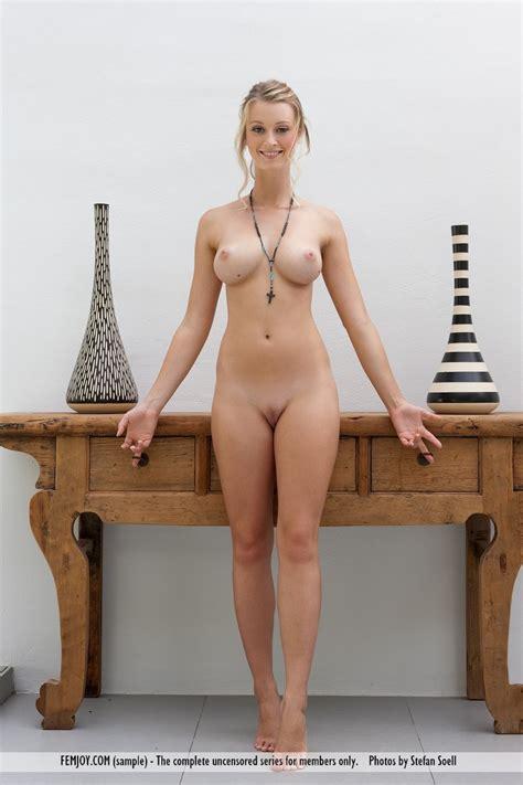 Blonde Carisha Shows Perfect Nude Body