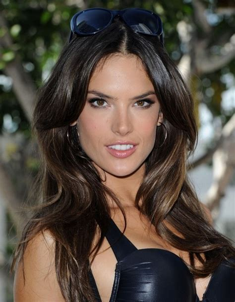 Alessandra Ambrosio Long Hairstyle: Waves for Picture Day