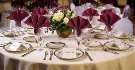 Table Linens : Specializing In Elegant Linens For Your Wedding Day