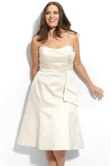 tenue mariage femme 50 ans ronde robe meringue bustier simple courte pour femme ronde
