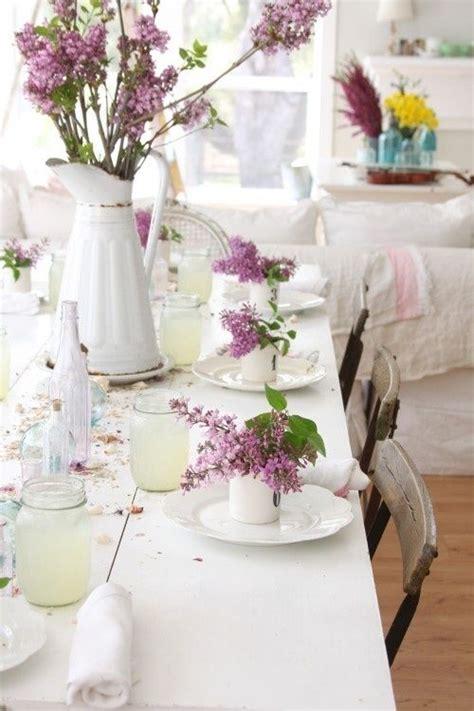 Everyday Kitchen Table Centerpiece Ideas - idee fai da te per decorare la tavola di primavera la figurina