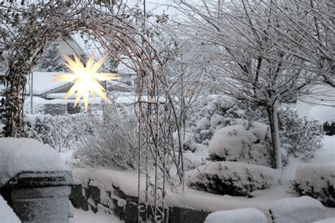 Garten Dekorieren Im Winter by Rosenbogen Im Winter Rosenbogen Ratgeber