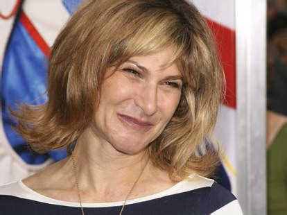 Sony Pictures Exec Amy Pascal To Exit After Hack, Email ...