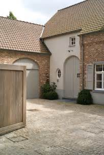 Exterior Paint Color with Red Brick