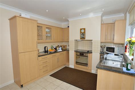 kitchen cabinet designs pictures gulls roost accommodation self catering st ives bay cornwall 5248
